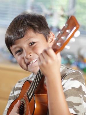 ukulele-393796-edited