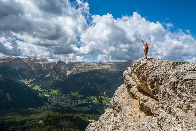 Would You Scale a Mountain For Your Favorite Brand? - Inbound Marketing Highlights