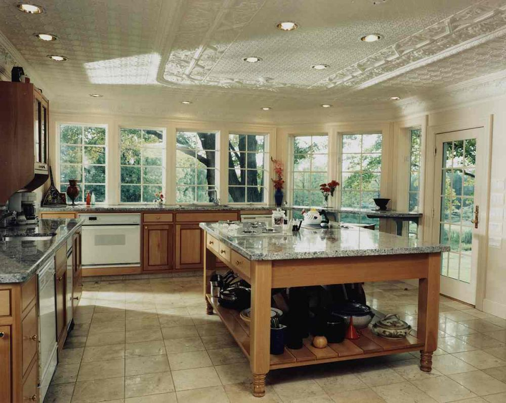 The Wall Of Windows In This Kitchen Provides A View From Any Angle. The  Breakfast