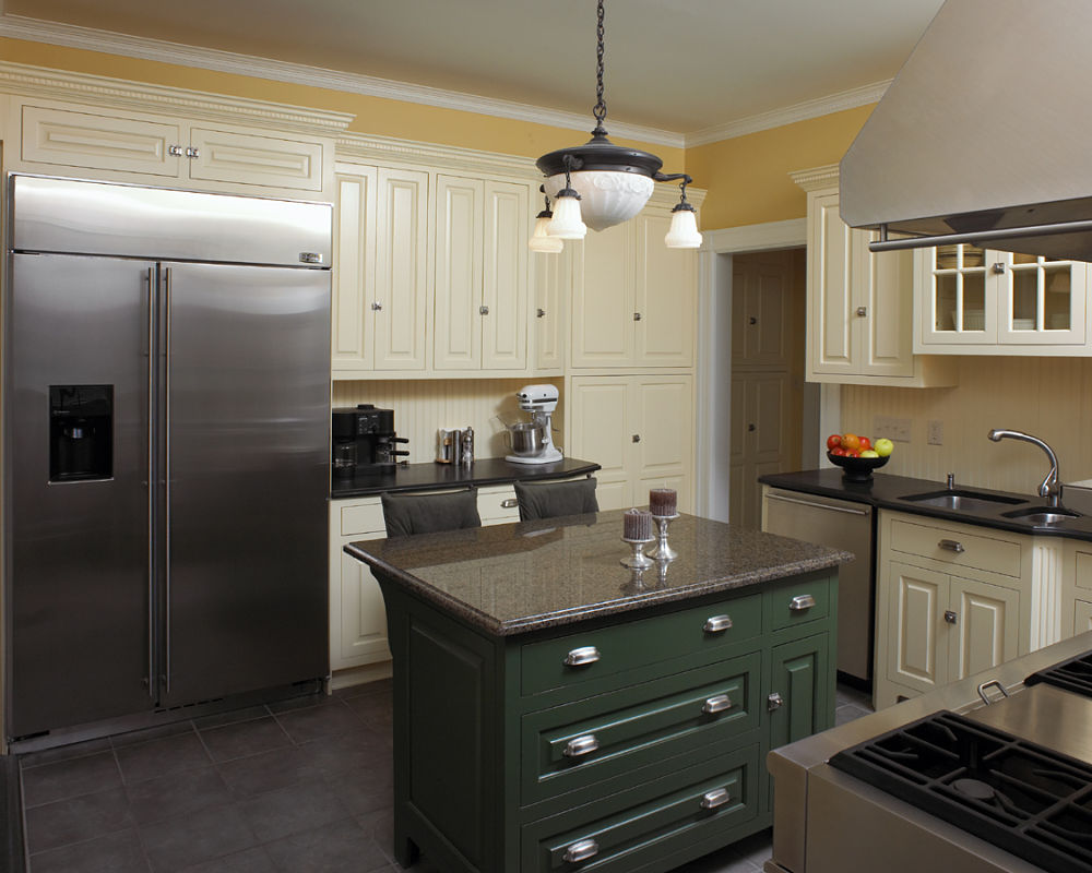 New, Modern Elements And Stainless Steel Commercial Grade Appliances, Are  In Distinctive Contrast To