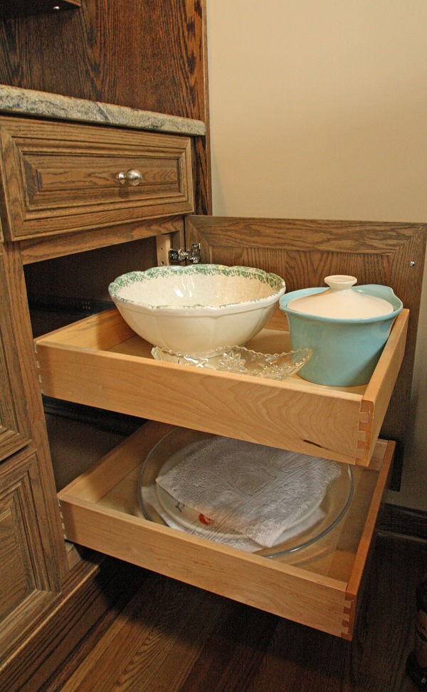Easy access pullout shelves.