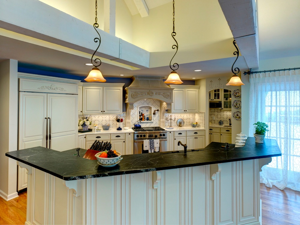 custom kitchen lighting. The Kitchen Has Many Amenities Including A Built-in Refrigerator, Commercial Range, Custom Lighting T