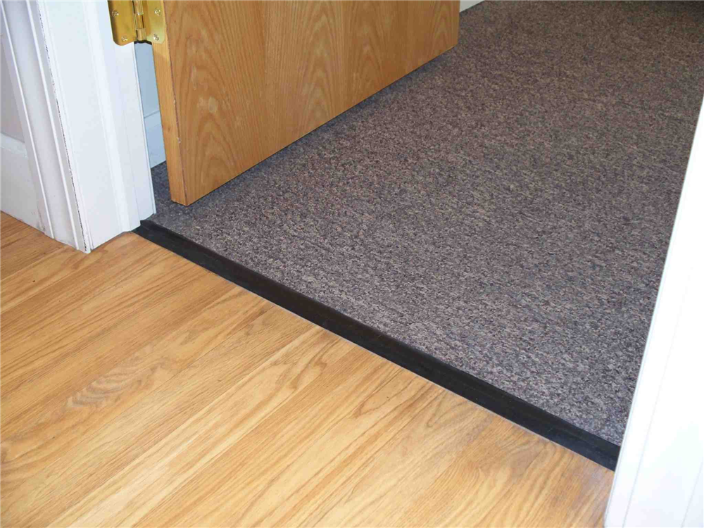 Threshold laminate to carpet floor matttroy for Laminate flooring to carpet
