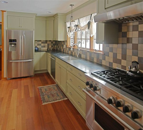 6 great kitchen floor plan design ideas for Galley kitchen layouts for small spaces