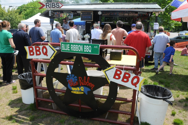 blue ribbon bbq trailer at lexington bbq battle green festival resized 600