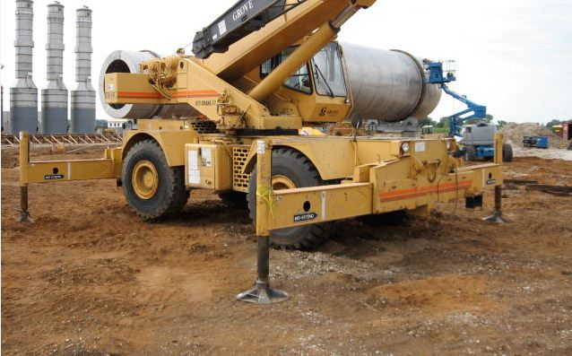 Crane_on_dirt_with_outriggers.jpg