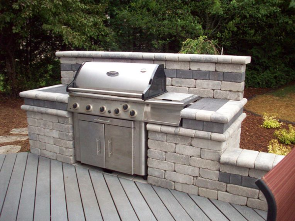 Building a beautiful bbq area with stone for Backyard barbecues outdoor kitchen