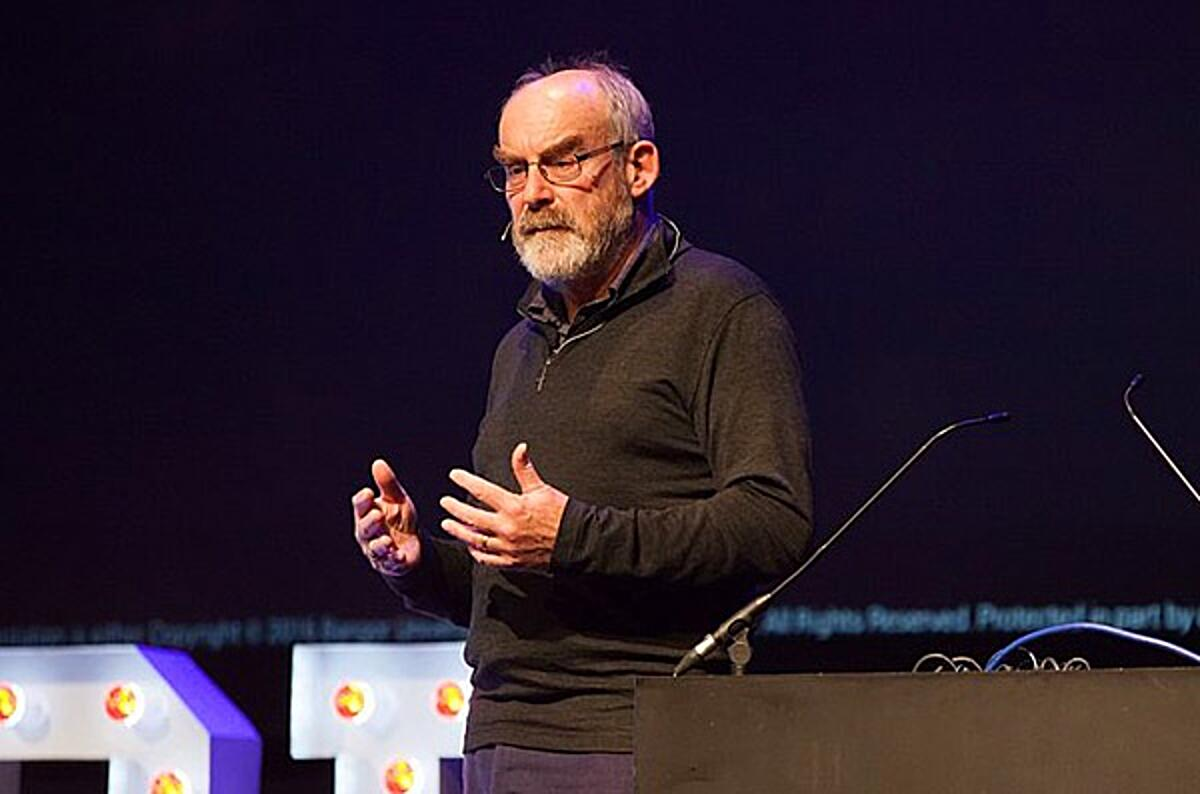 David Snowden speaking at UX Brighton 2016 (cropped) by https://www.flickr.com/photos/uxbrighton/ (CC BY-SA 2.0)