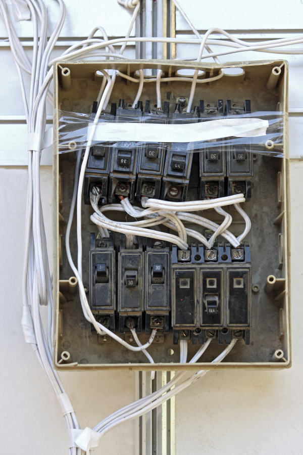 electric panel danger code building