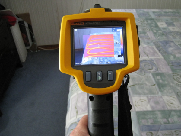 Fluke thermal imager helps detect moisture