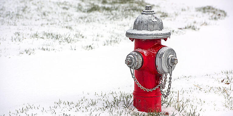 red-hydrant-in-snow