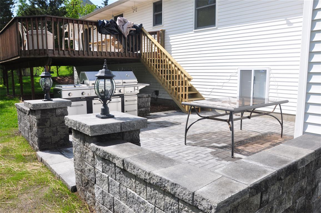 Versa-Loc freestanding Seating wall and patio in Antique Grey. Location, Blooming Grove, NY