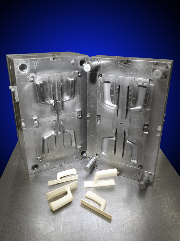 Plastic injection mold interior