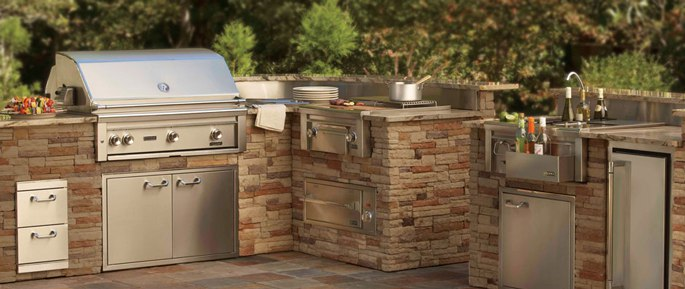 The best outdoor bbq kitchens refrigerators icemakers for Outdoor kitchen refrigerators built in