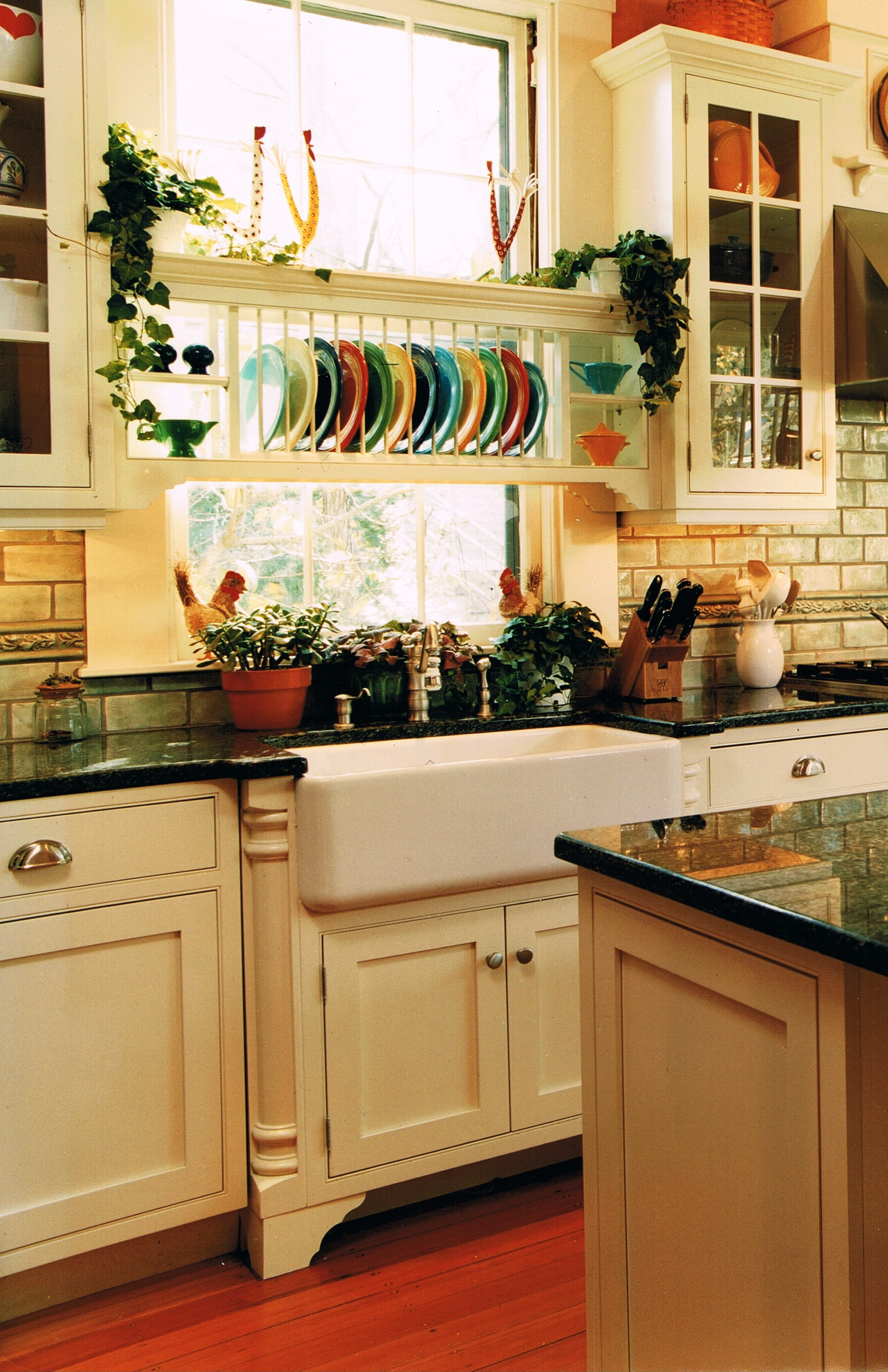 Apron Front Sink With Backsplash : farmhouse sinks as called apron sinks are chosen for their charm and ...