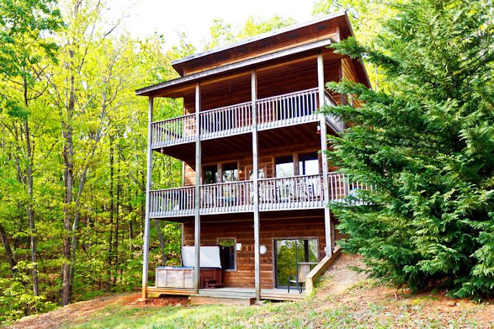 Feel like a rock star in helen ga luxury cabin rentals for Helen luxury cabin rentals