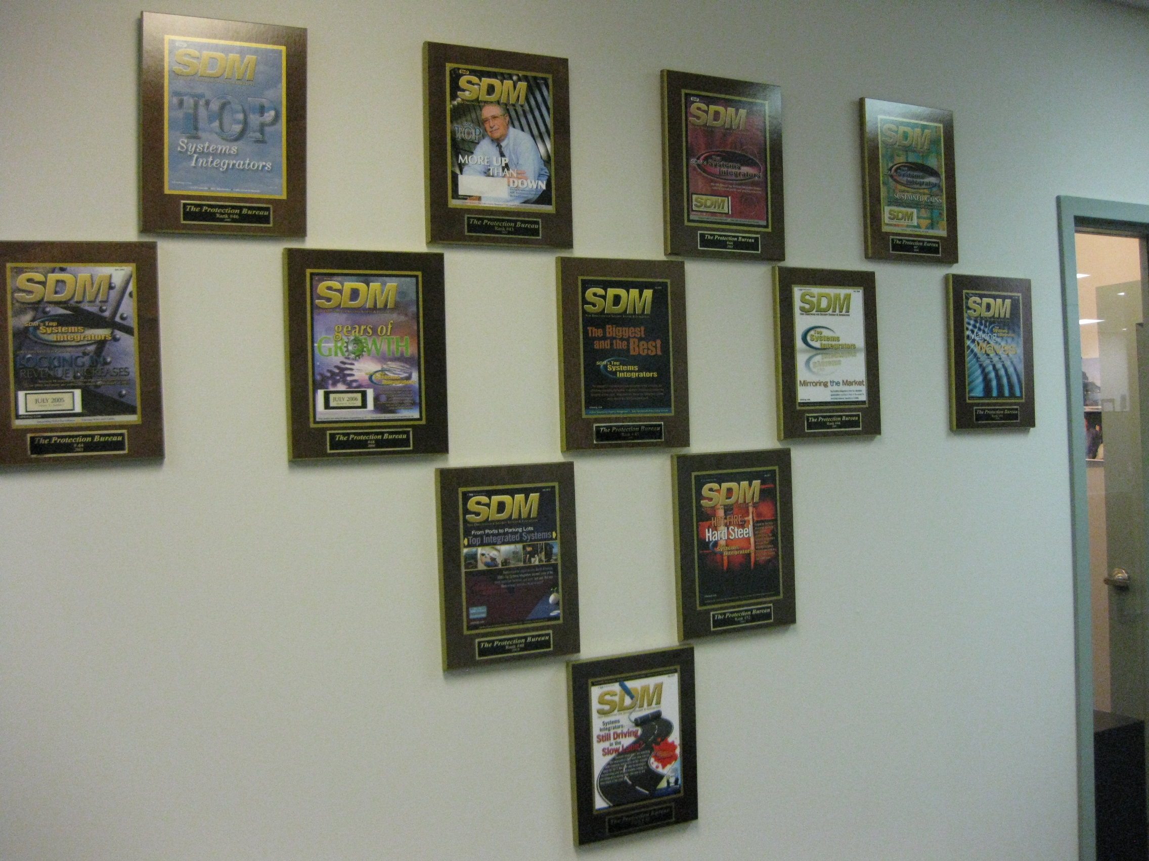 raming a magazine article, magazine frame, laminated plaques, personalized plaques, newspaper article plaques, magazine article framing