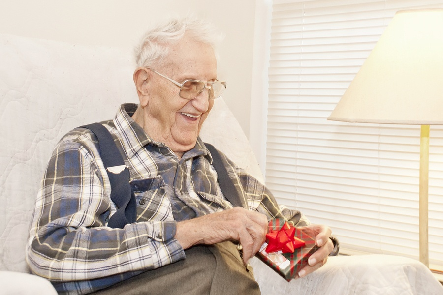 Helping Seniors Navigate The Holiday Season: Five Tips For