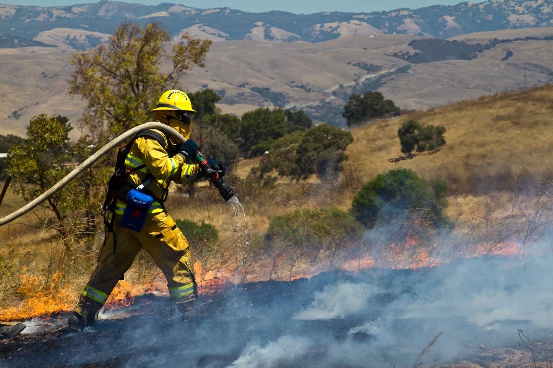 firefighter-wild-fire.jpg