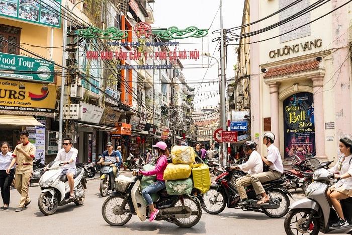 Motorbikes_in_Vietnam.jpg