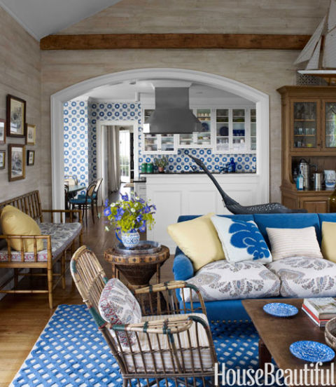 Blue contemporary rugs bring glamour to 11 summer homes for Tom hoch interior designs inc