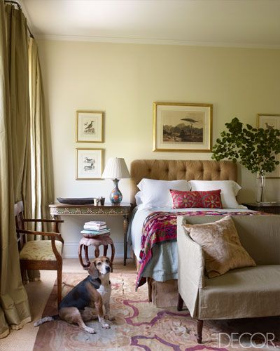 An Aubusson rug with burgundy red accents allows you to design a romantic and cozy bedroom as in the New Orleans home of Julia Reed.