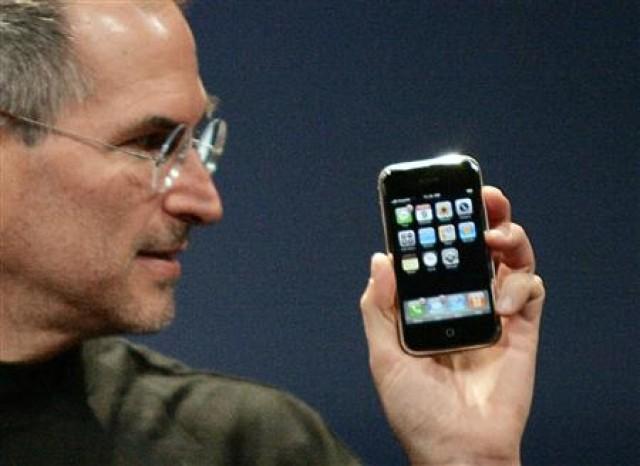 iphone-steve-jobs-e1303745099937