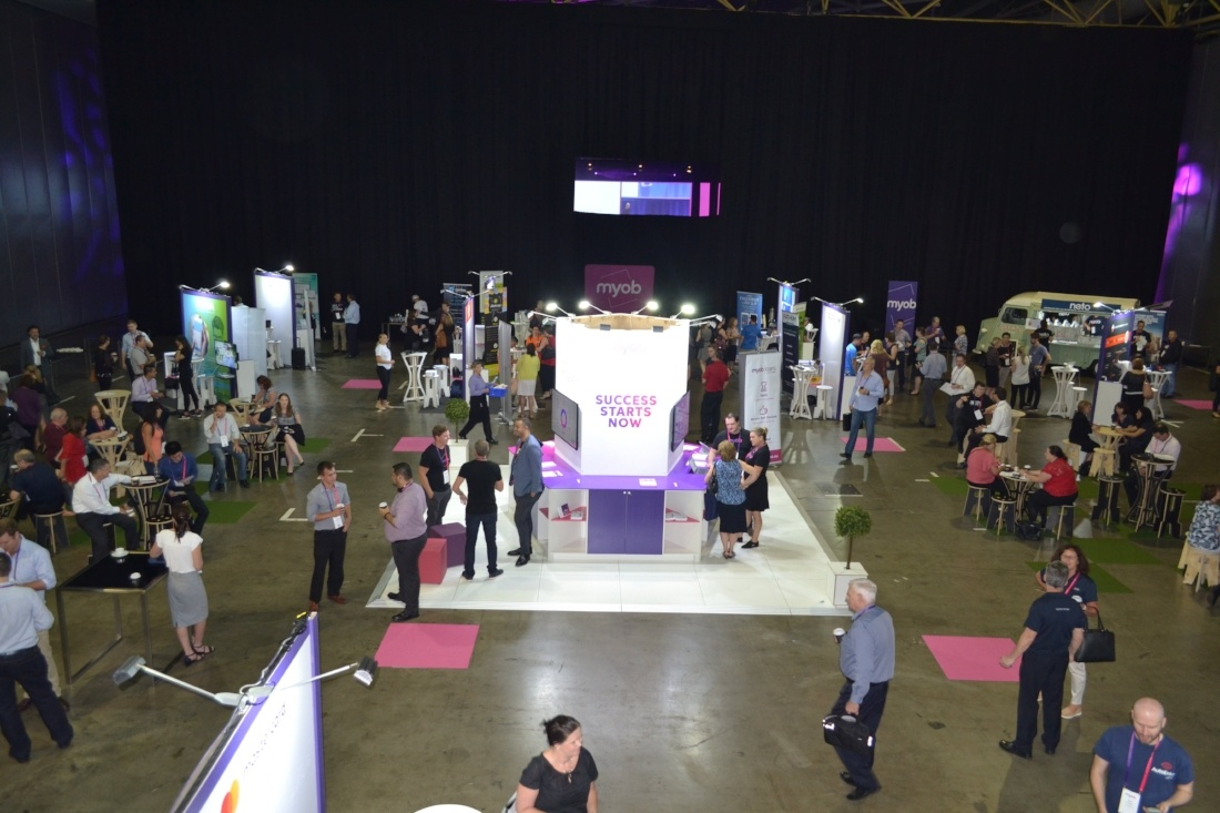flexible exhibition floor plan that centres around a common stand