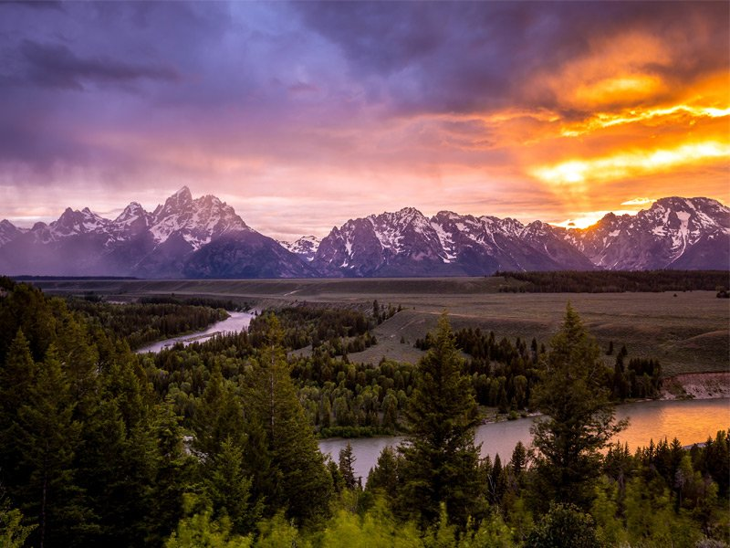 Snake River, pictured above, is the largest river of the United States' Pacific West, and is renowned for its excellent fishing. The big game on Snake River is sturgeon, which can reach up to 10 feet long