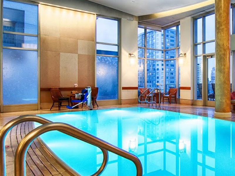 Guests can enjoy a swim with a view of San Francisco's spectacular skyline.