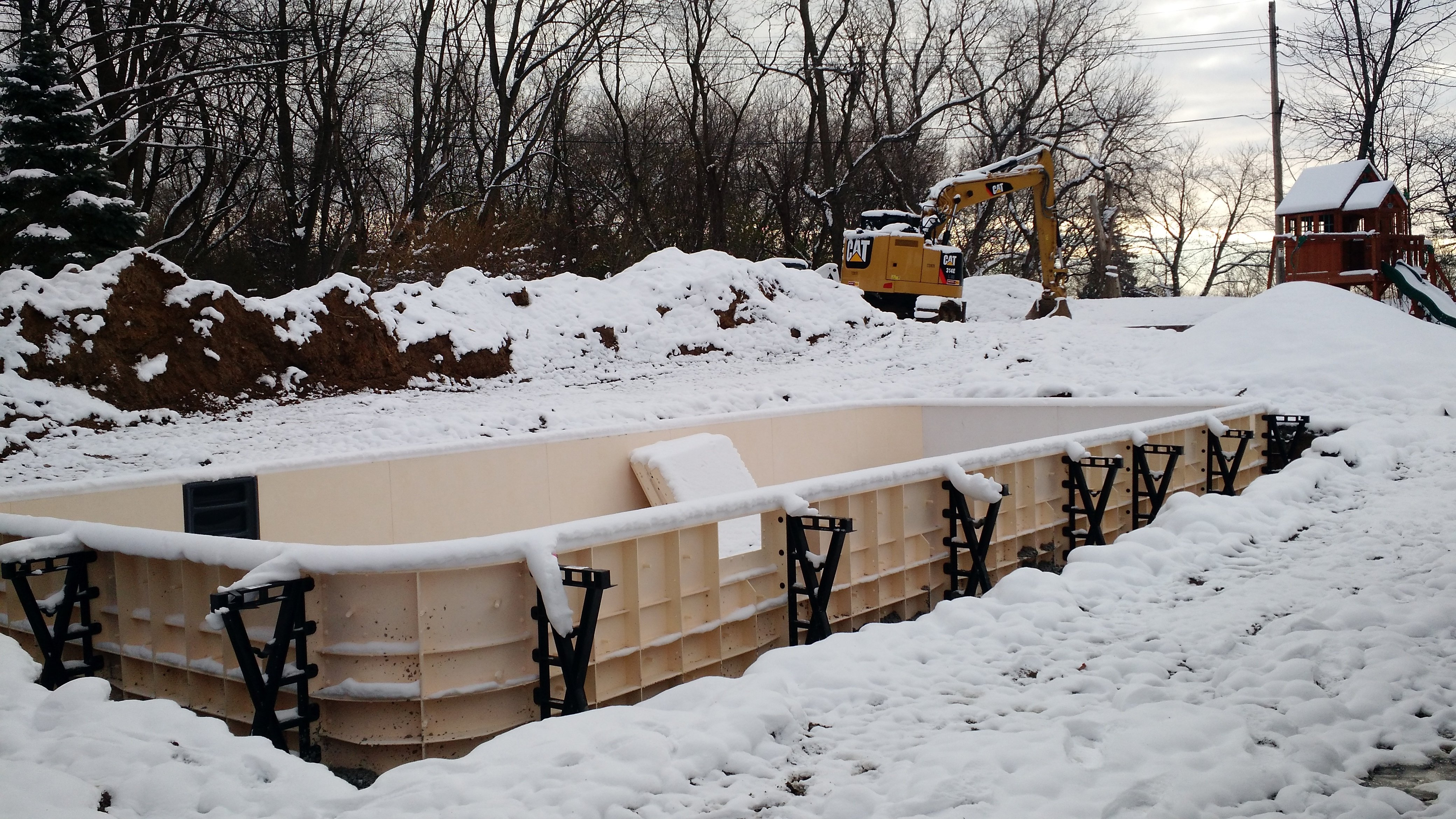 Should you Build your Pool in ghte Fall or Spring Waukesha