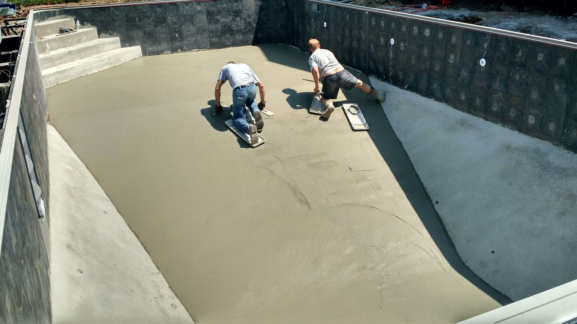 vermiculite vs concrete pool bottom what is better. Black Bedroom Furniture Sets. Home Design Ideas