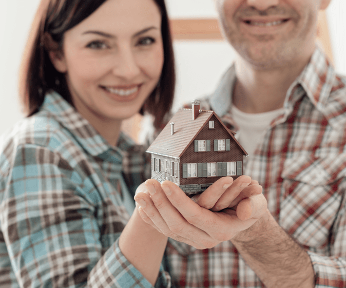 7 Valuable First Time Home Buyer Resources Couple Holding House Image