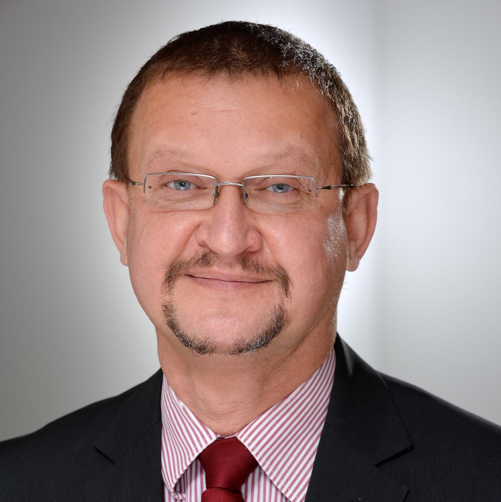 Zsolt Szelecki Global Business Manager, Maven7