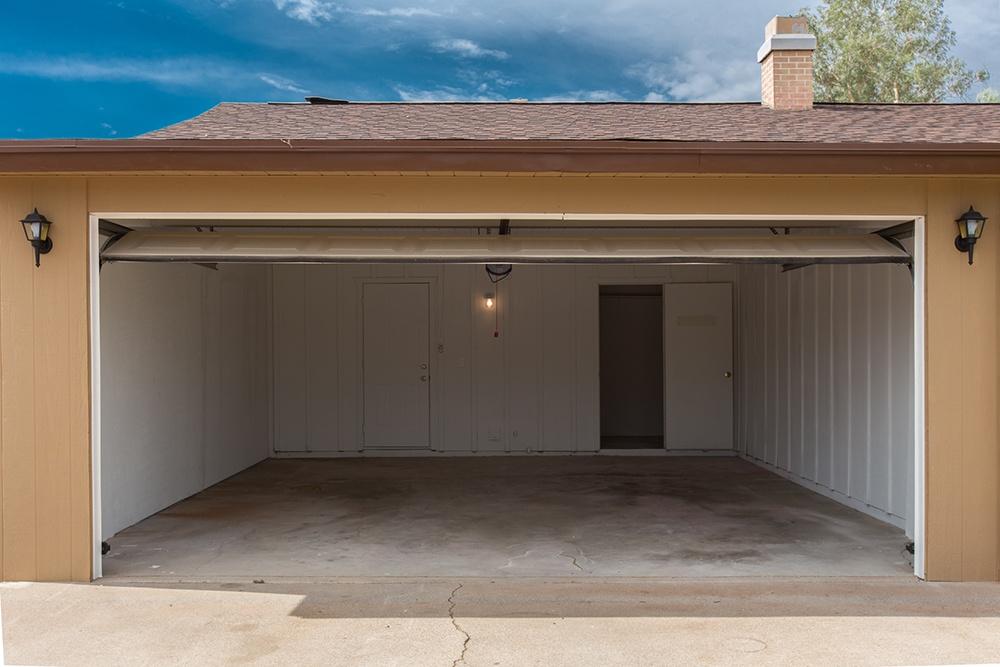 attached garage or detached garage