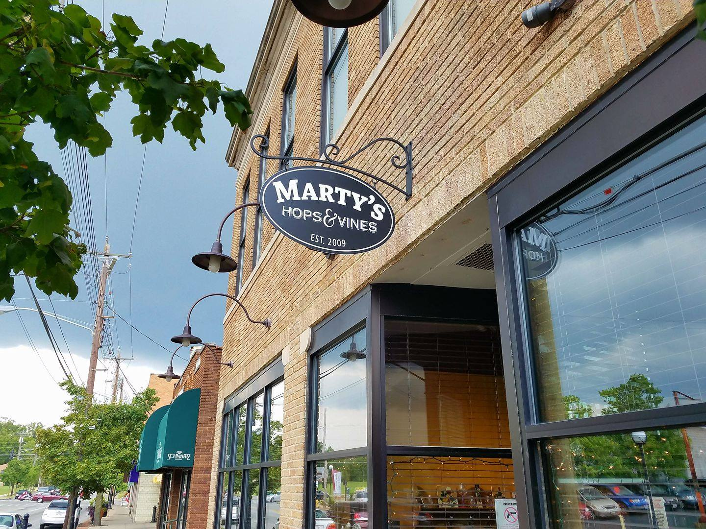 what to do in college hill marty's hops and vines