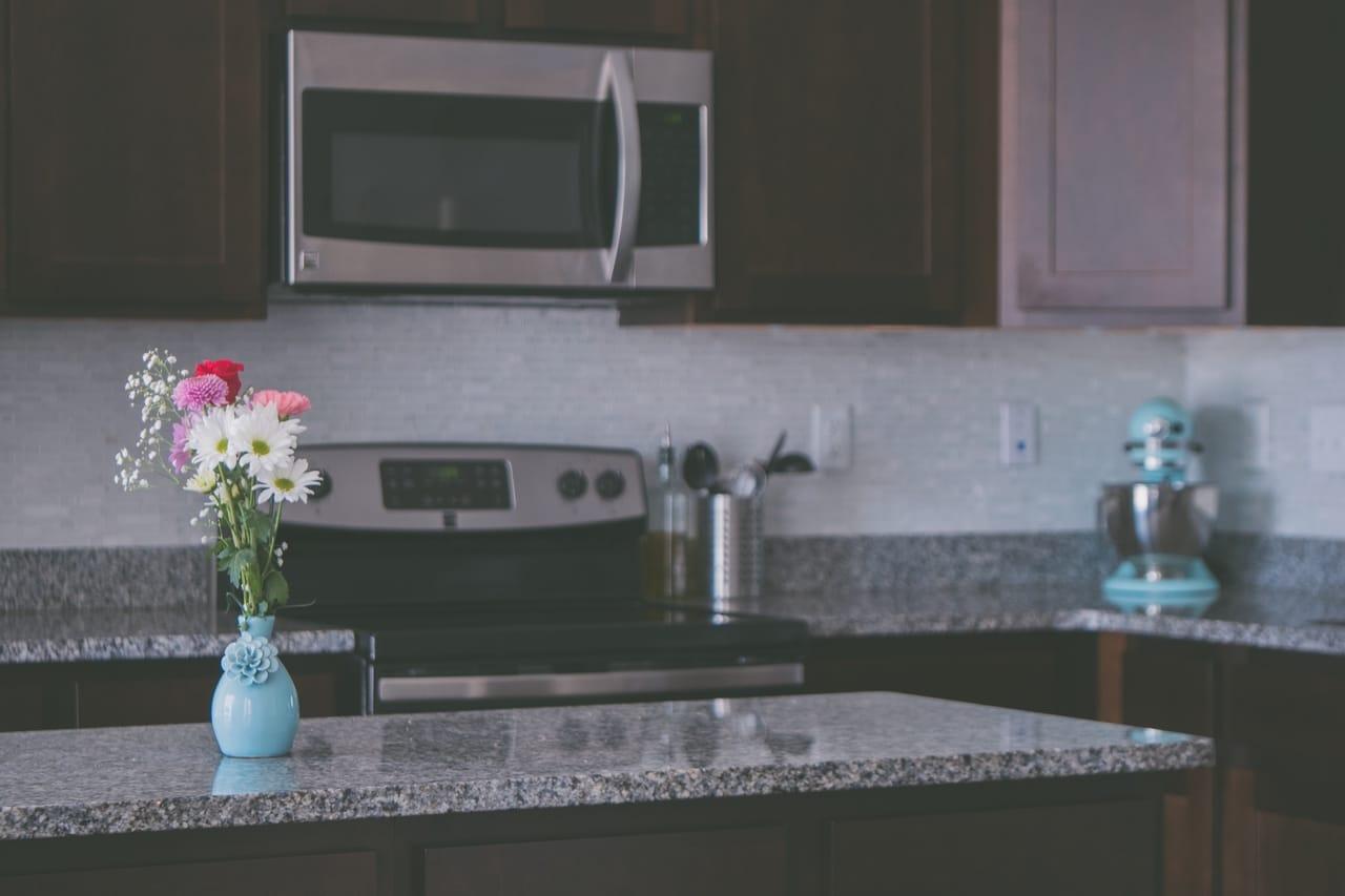 granite-counter-top-in-kitchen
