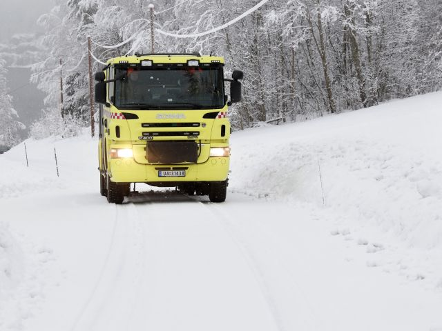 Do automatic snow chains benefit rescue drivers?