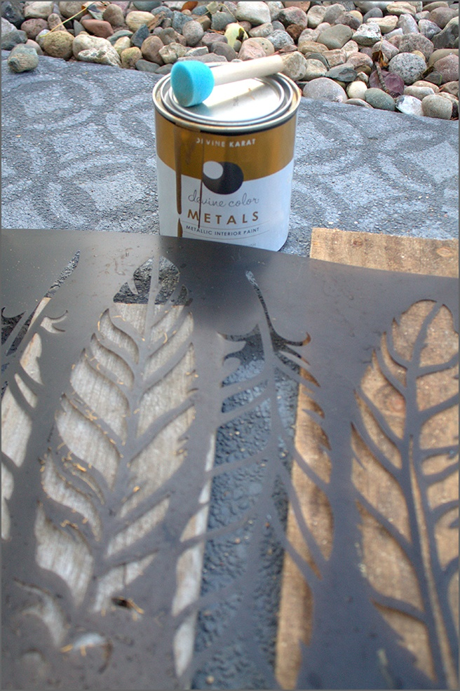 Feather-Stencil-DIY-Wall-Decor
