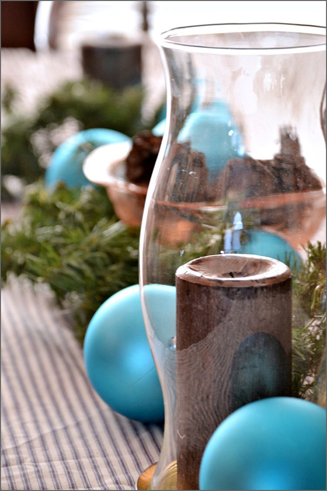 tablescape-blue-ornaments-L