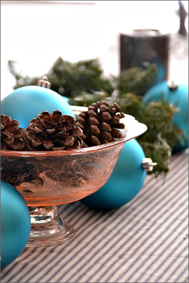 tablescape-blue-ornaments-R