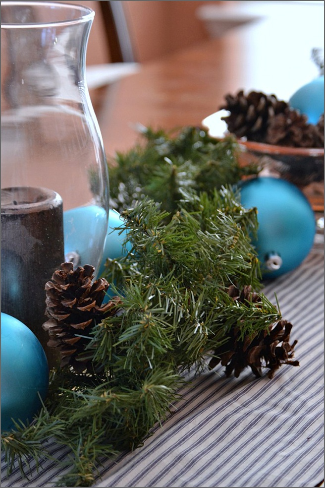 tablescape-pinecones