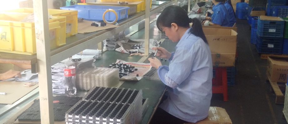 A worker in Huaqiangbei, busy making shanzhai phones