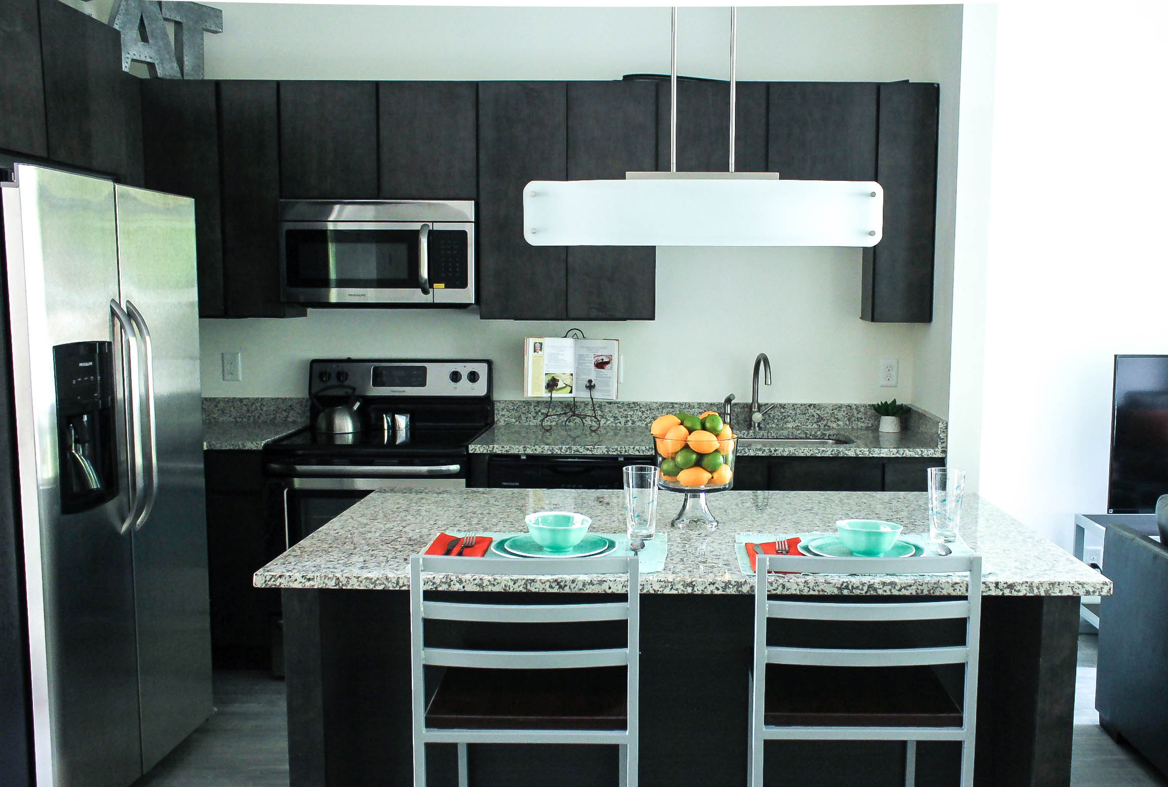 quartz countertops columbus ohio white cabinets thekingkitchen king apartments columbus