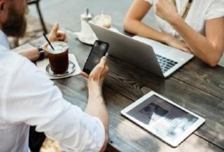 59c9921faca4f_jobs_report_career_business_people_computer_laptop_technology_CRE_tech-320x218.jpg