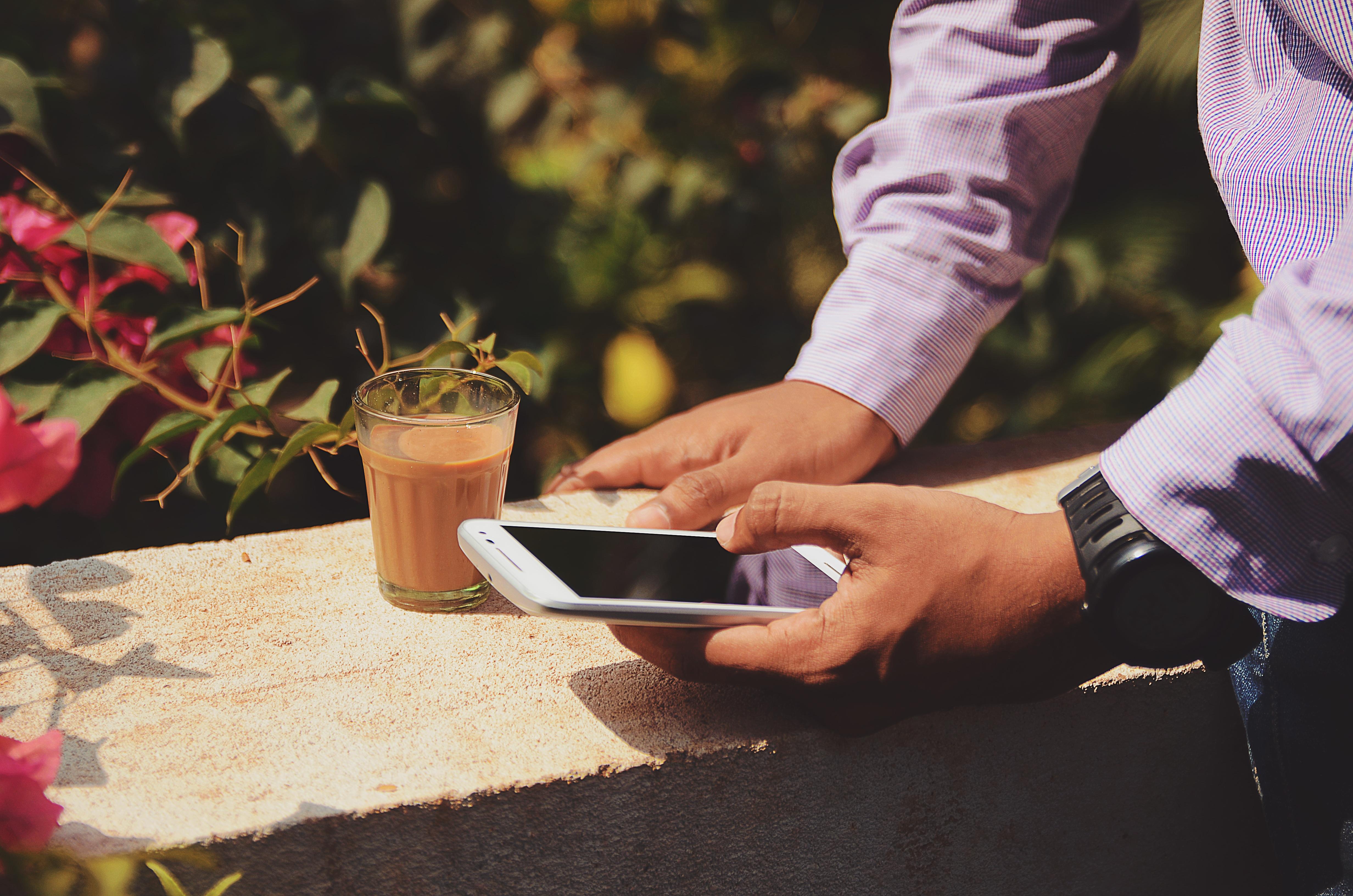 broker-phone-outside-coffee
