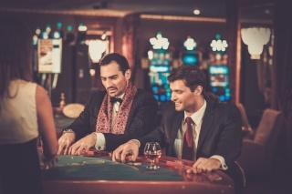 men-suits-gambling-320x213