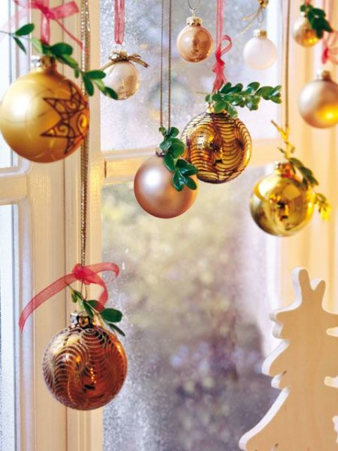 Holiday Window Decorating Ideas Part - 45: Christmas Window Decorations