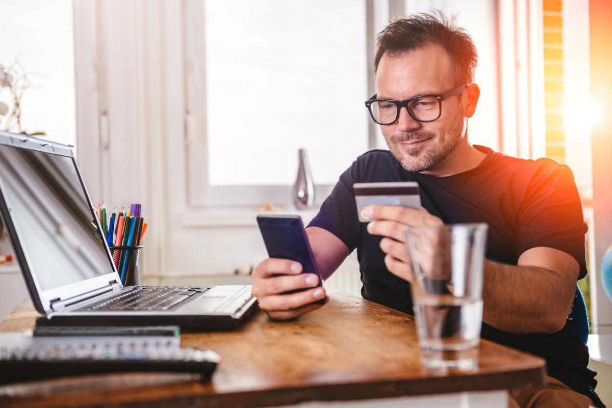 Retailers Implementing Alternative Payments See Increased Online Sales--.jpg
