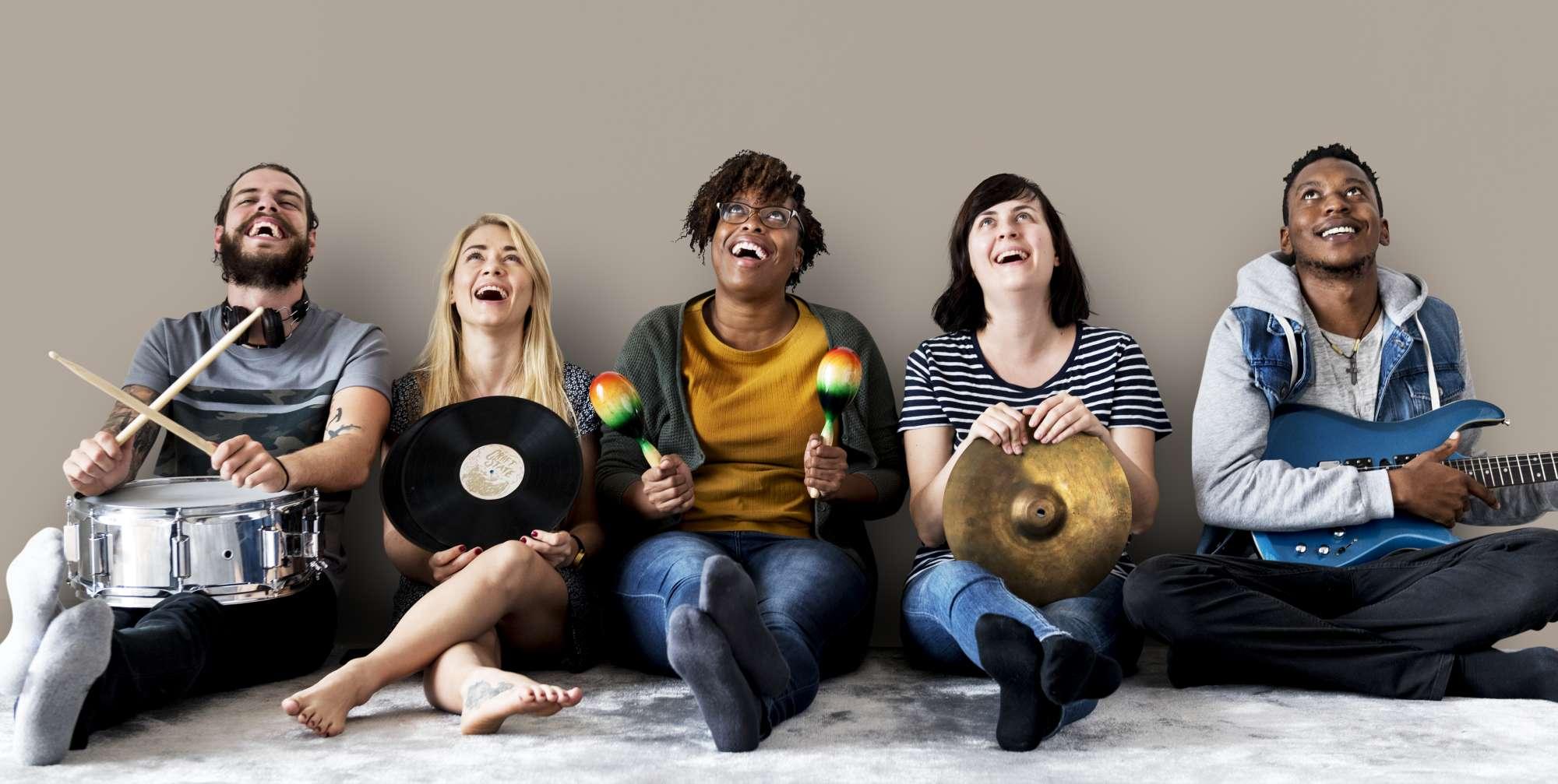 adultes-jouant-intruments-temps-pour musique